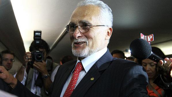 Brasil, terra onde só os políticos tem vez! Deputado José Genoino pede aposentadoria por invalidez.