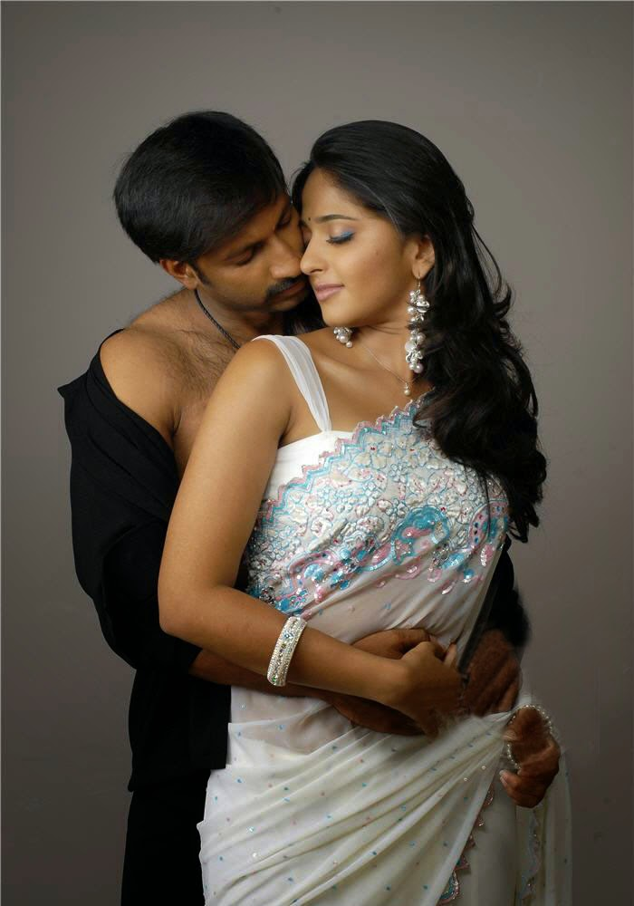 oh anushka shetty anushka shetty hot kissing gobichand
