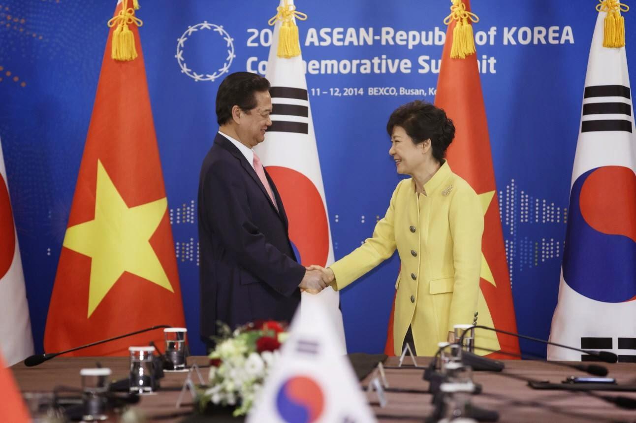 Thủ tướng Nguyễn Tấn Dũng và Tổng thống Park Geun-Hye Hàn Quốc