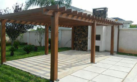 Fabricamos, instalamos e cobrimos pergolados de madeira