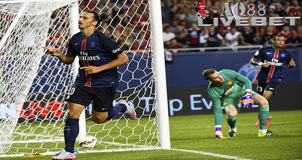 Liputan Bola - Paris Saint Germain (PSG) memuncaki International Champions Cup (ICC) 2015 untuk wilayah Amerika Utara dan Eropa setelah menang 2-0 atas Manchester United, Rabu malam atau Kamis (30/7/2015) pagi WIB. Kekalahan dari Paris Saint Germain ini juga memupus harapan Manchester United untuk mempertahankan trofi yang diraihnya pada tahun lalu.