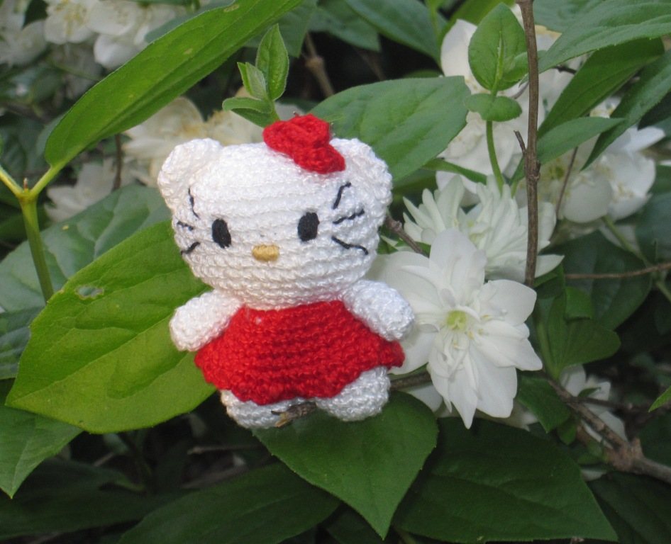 Gatita amigurumi estilo Hello Kitty