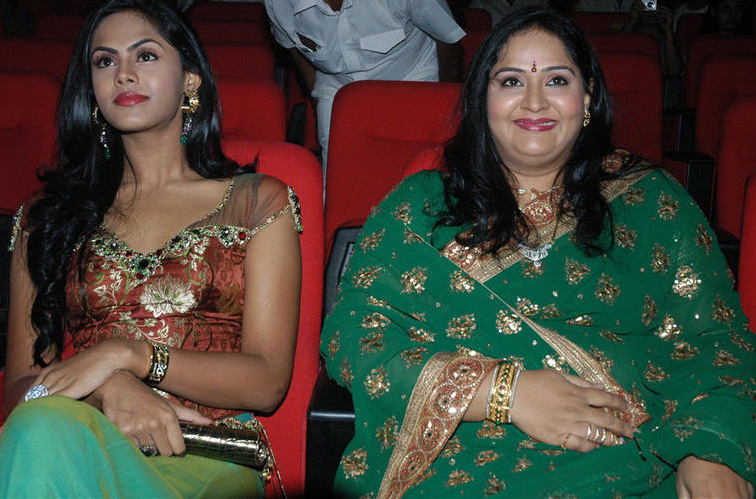 Actress Radha Family http://www.2dayshot.com/2011/06/karthika-radha-family-photos.html