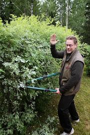 Talonmies-, pihatyö- ja puutarhatyöt kauttani arkena ja pyhänä. Ottakaa ajoissa yhteyttä, kiitos