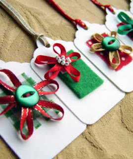 http://manualidadesnavidad.org/etiquetas-de-navidad-con-fieltro/