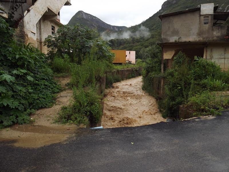 Muita chuva e abandono no bairro da Posse Teresópolis RJ