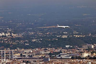 Avion sur Bordeaux