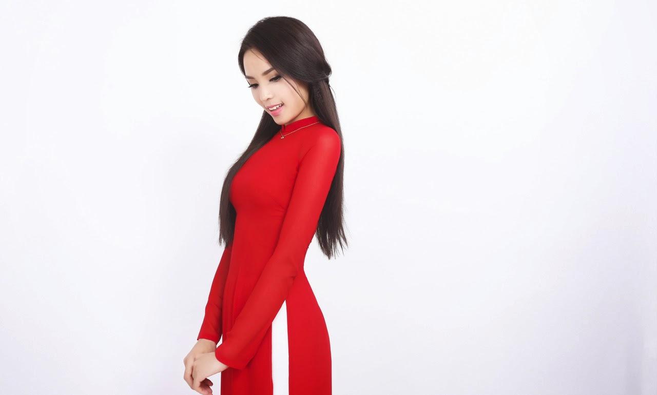 Hoa hậu Kỳ Duyên dịu dàng trong tà áo dài đón xuân
