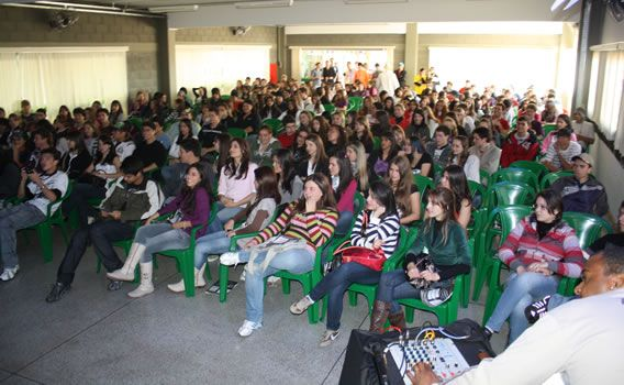 Projeto da SEEC amplia conhecimentos dos estudantes em Língua Portuguesa e Redação