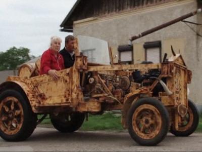Kereta daripada kayu yang direka Istvan Puskas.