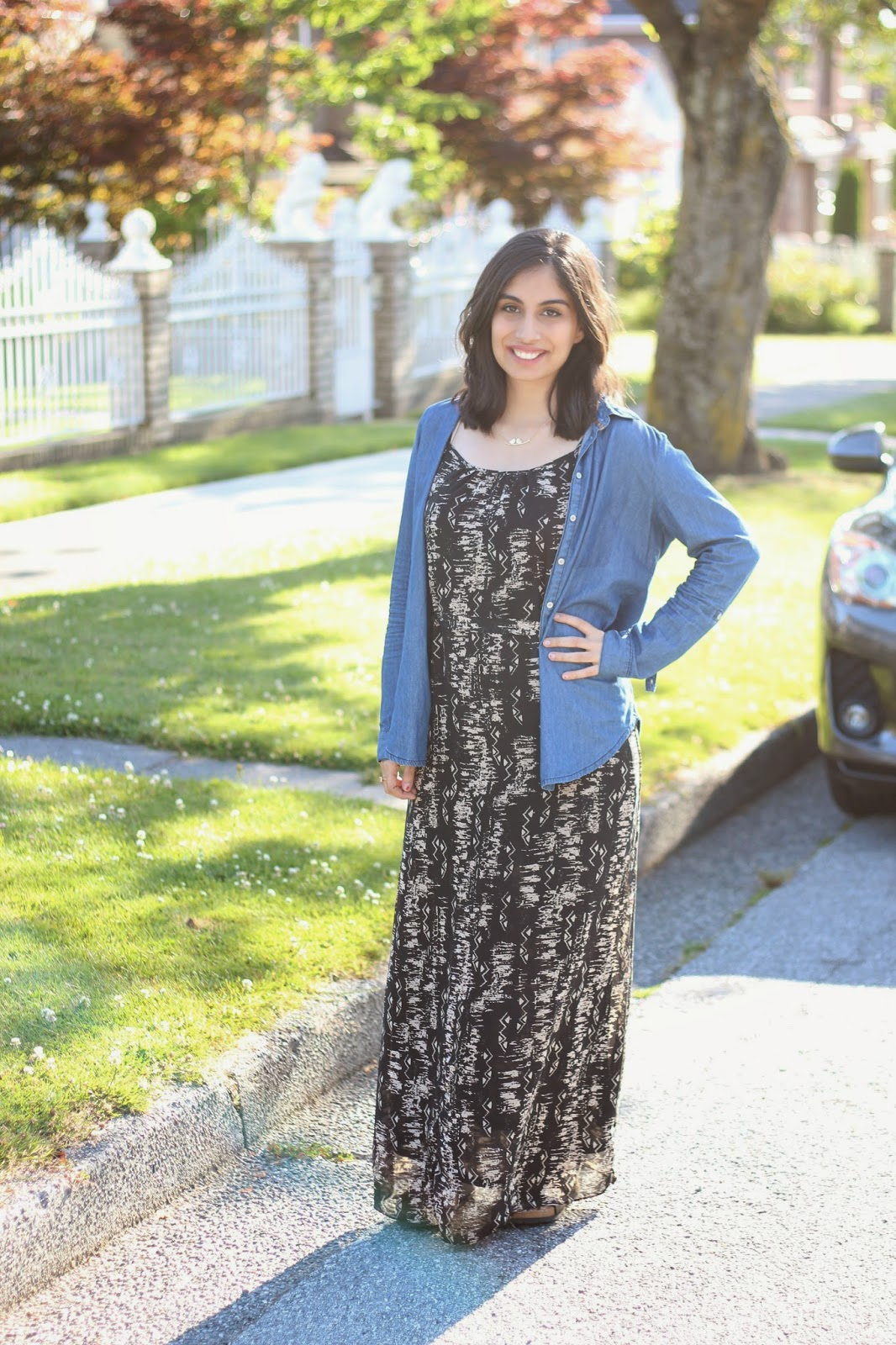 3 ways to wear a maxi dress - maxi dress with chambray shirt