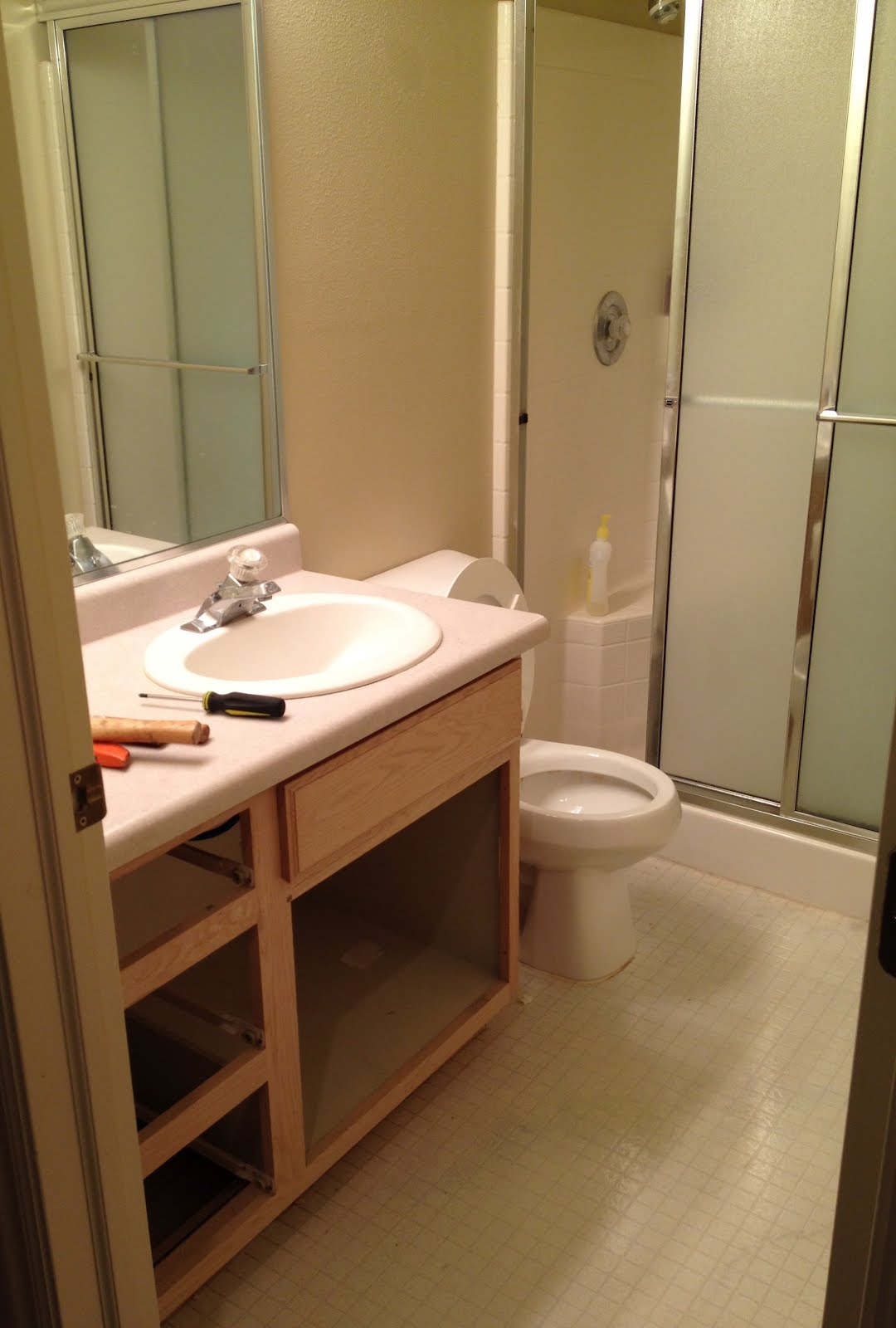 Garage sales r us surprise bathroom reno for Bathrooms r us clayton