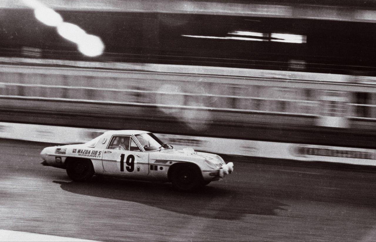 Mazda 110S (Cosmo Sport) , japoński sportowy samochód, tuning, JDM, wyścigi