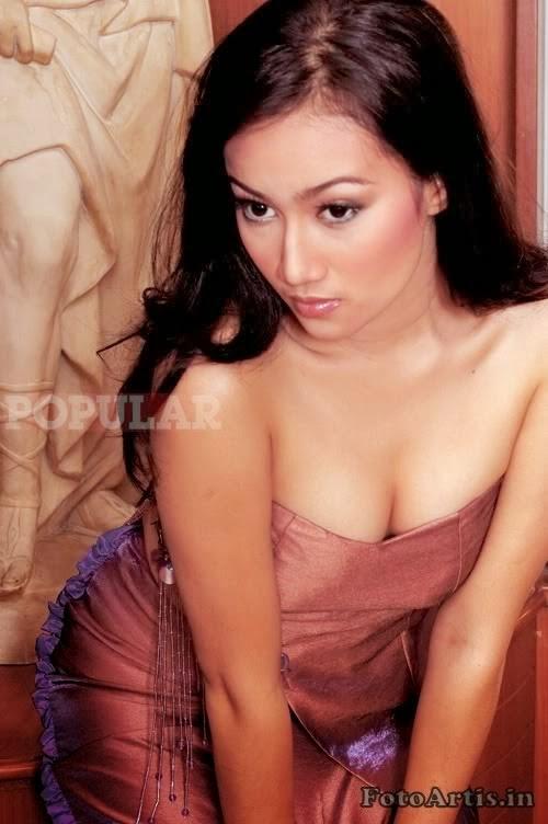Foto Seksi dan Hot Artis Cantik Ratu Felisha