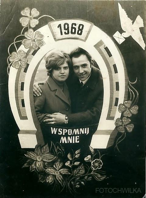 Walentynki. Stara fotografia przedstawiająca parę zakochanych.