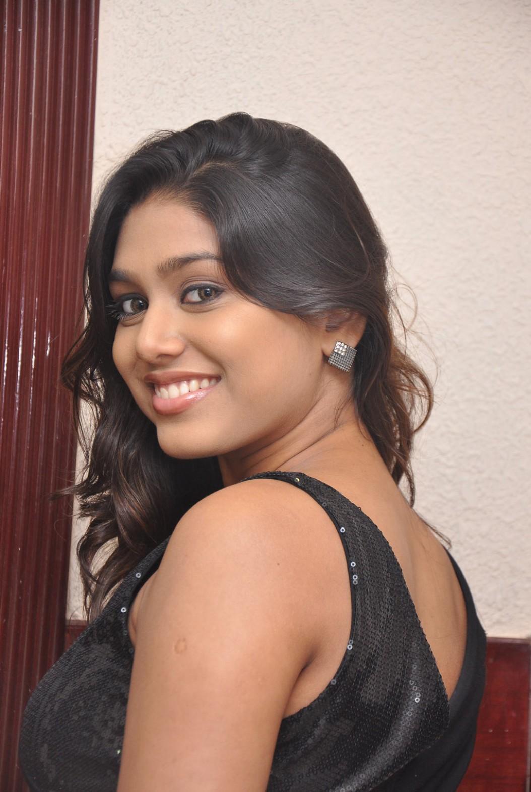 Vazhakku enn 18 9 actress manisha yadav latest photo shoot gateway