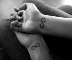 tatouage signe infini éternité amour