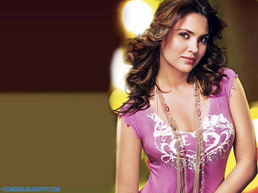 It's family time for Lara Dutta - CineDen
