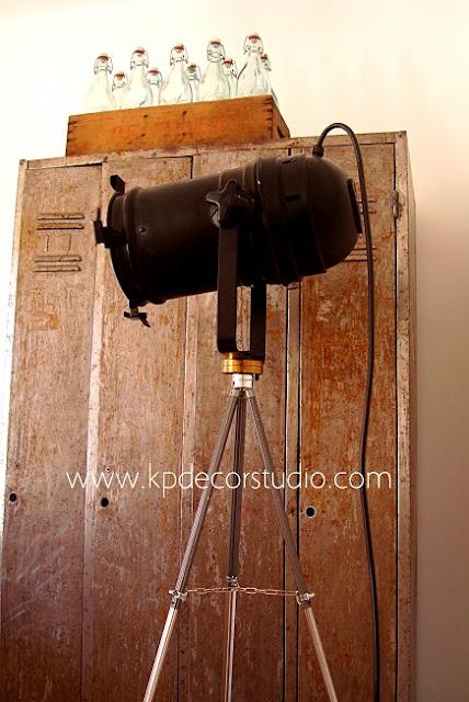 lampara antigua de cine vintage. Foco antiguo fotografia. Comprar lámparas estilo industrial