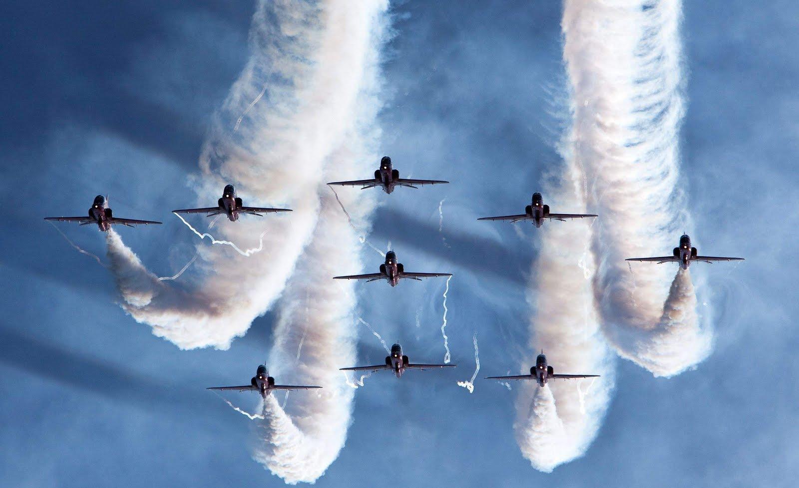 http://3.bp.blogspot.com/-aS80fU7UuJU/Tj9zF3_pIBI/AAAAAAAAAsQ/cyRBwMrVZis/s1600/Airforce_Fair-hd-desktop-wallpaper2560_1600.jpg