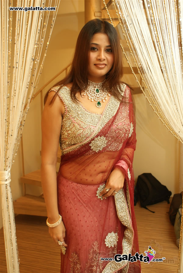 Sangeetha navel show in saree - Sangeetha Hot Pics in Red Saree
