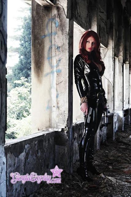 Giorgia Cosplay cuero negro.