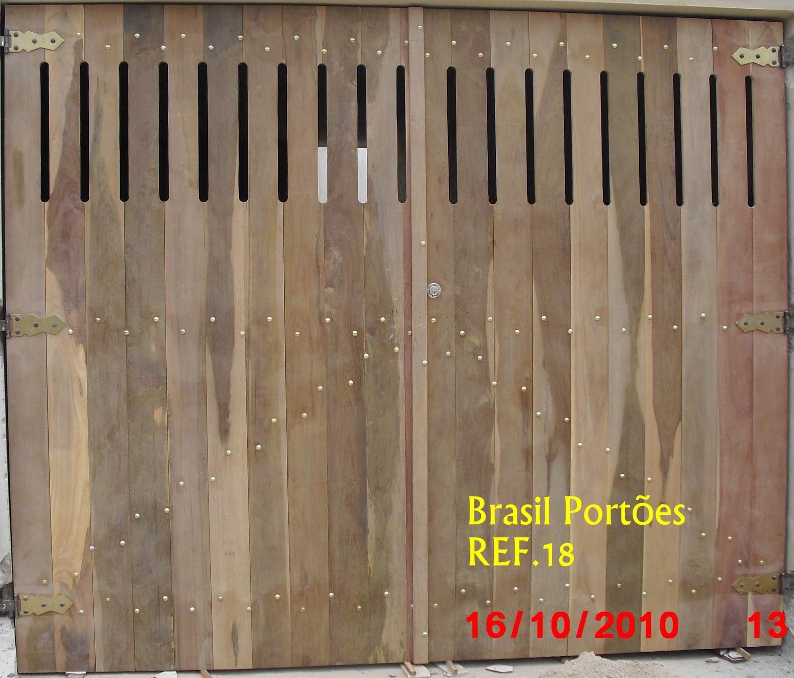 #BD120E Brasil Portões ltda.: Portões de Garagem em madeira Ipê 592 Janelas Em Madeira Rio De Janeiro