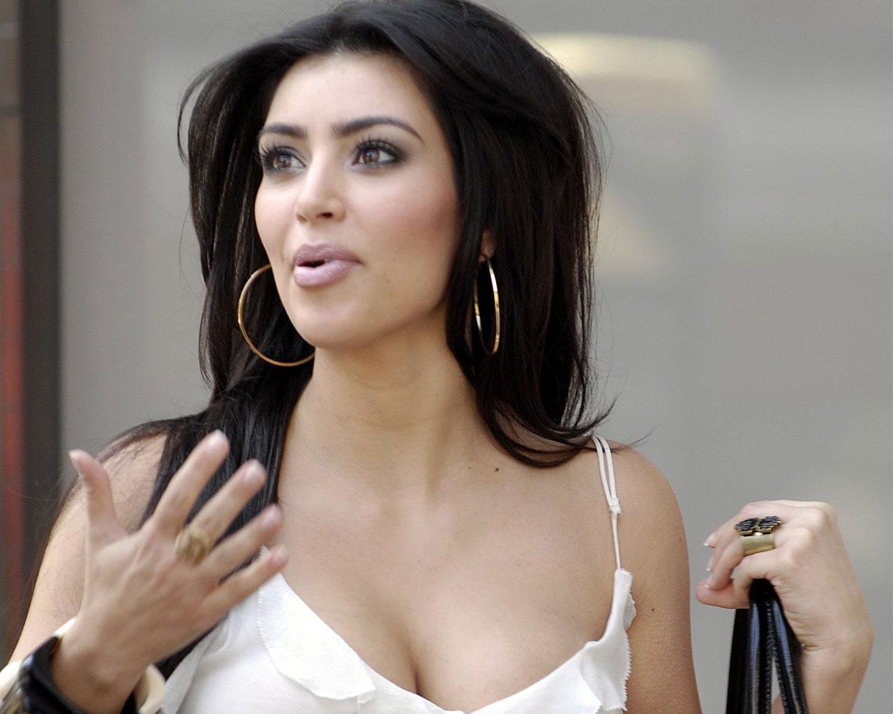 http://3.bp.blogspot.com/-aSRwbeX2gkg/Tv8hIJc3uvI/AAAAAAAADOI/35YSm0VIsTg/s1600/kim-kardashian_010.jpg