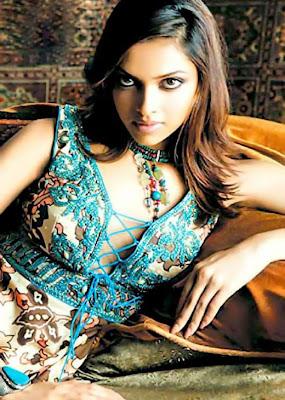 Deepika Padukone Sexy Pose