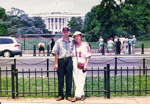 2001.7,与海曼在白宫前。