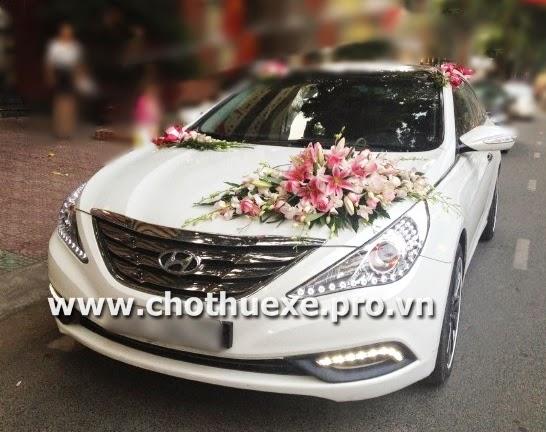 Cho thuê xe cưới Hyundai Sonata màu trắng tại Hà Nội 1