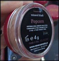 Neve Cosmetics - Blush Minerale in Popcorn - Circus Collection - Anteprima - Neve Birthday Party