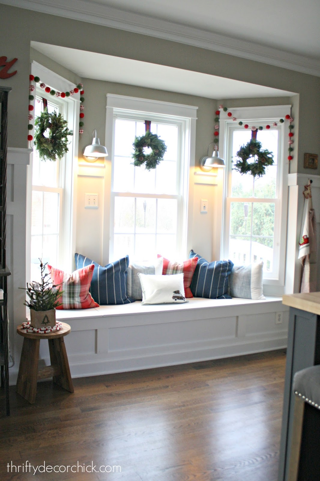 Last minute christmas home tour from thrifty decor chick How to decorate windows