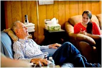 Anciano en un asilo