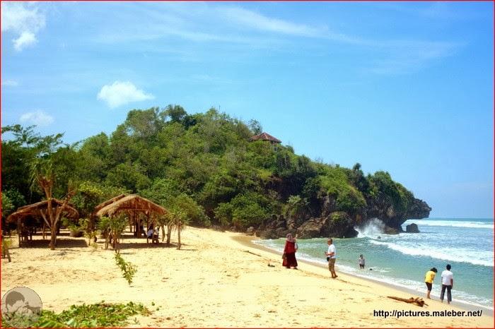 Sisi timur Pantai Sundak