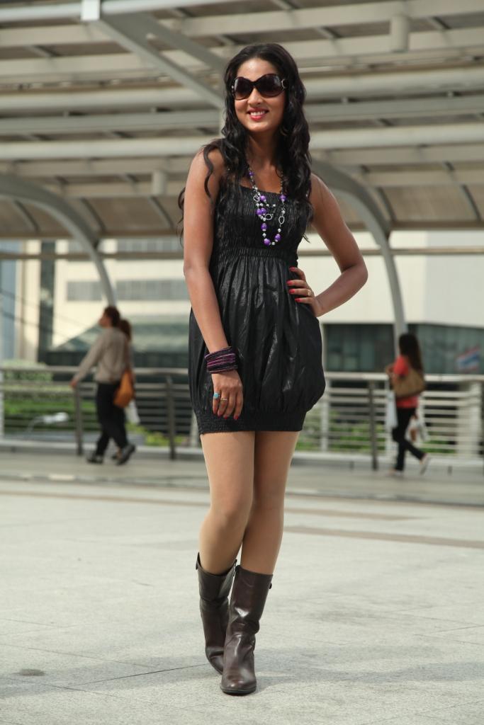 Vidisha, Vidisha in Shorts, Sexy Vidisha, Vidisha Legs Show