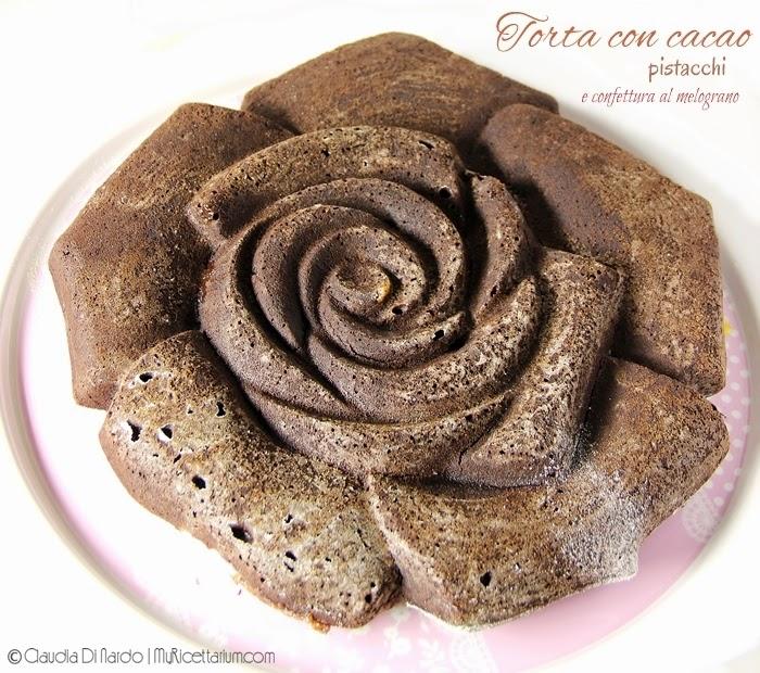 Torta al cacao e pistacchi con confettura al melograno (senza uova)