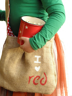 Pattern and tutorial for a little red riding hood bag.