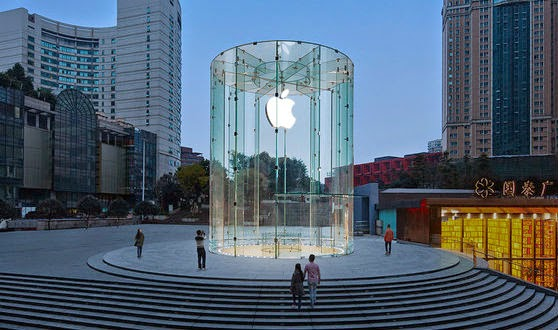 Apple Store Berubah Jadi Penuh Warna, kenapa ya ?