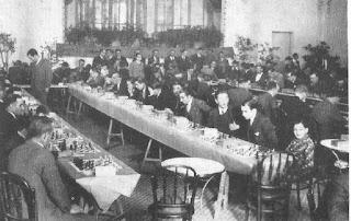 Simultáneas de ajedrez en el Casino de Manresa impartidas por Rafael Doménech en 1933
