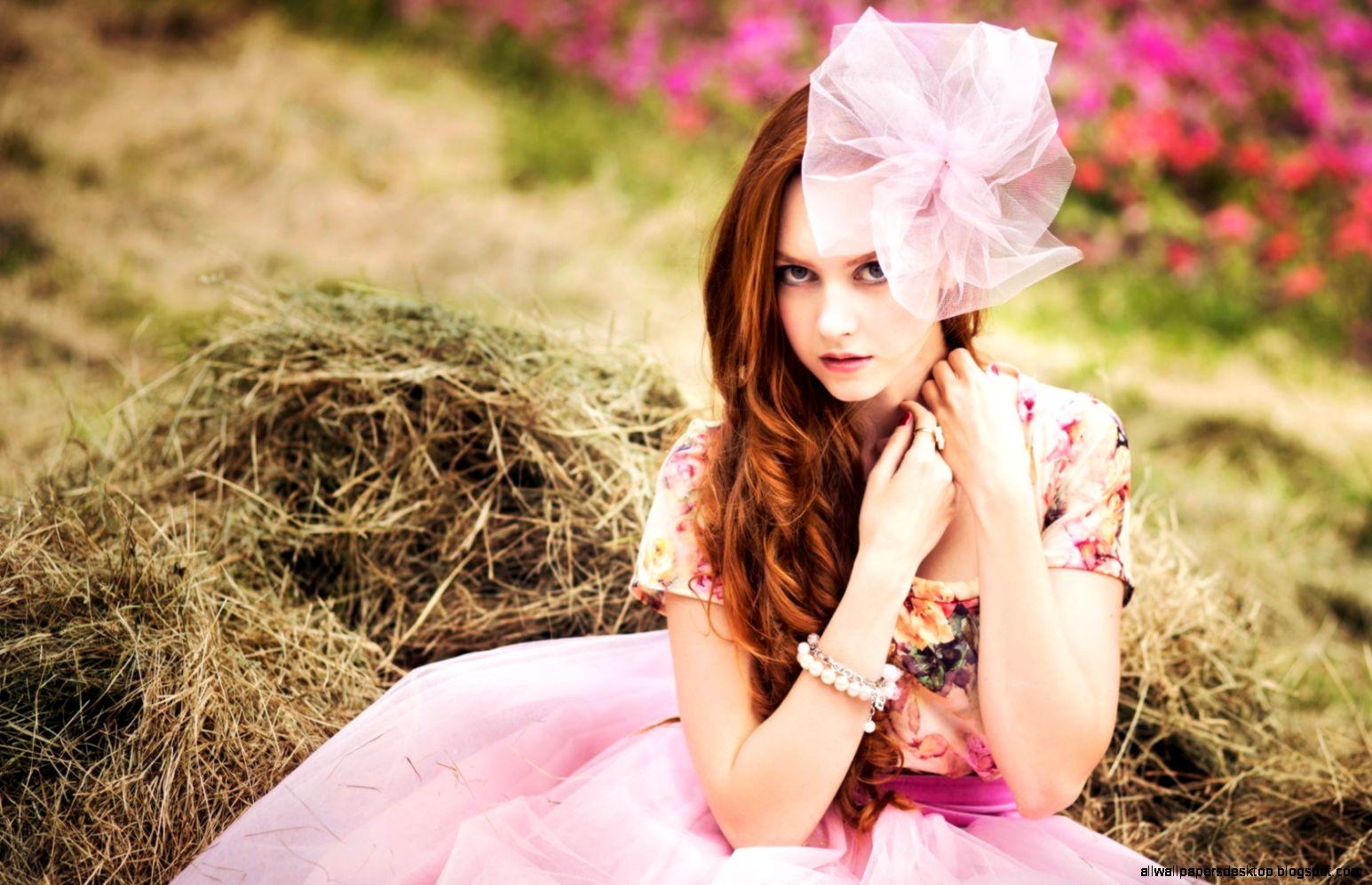 Lovely Dress Redhead Girl 6927844