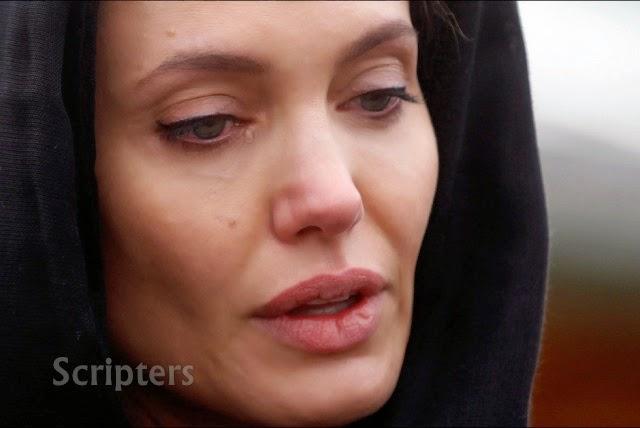 Angelina Jolie Berselendang Ketika Melawat Bosnia