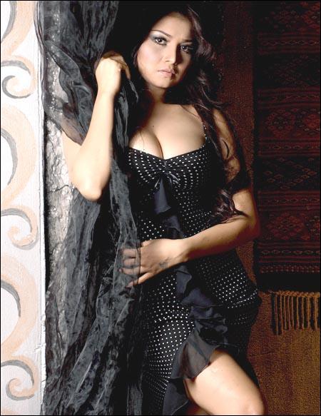 Foto Artis Cantik Seksi Majalah Popular 2011