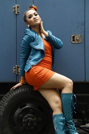 Foto Fitri Carlina menggunakan Tanktop
