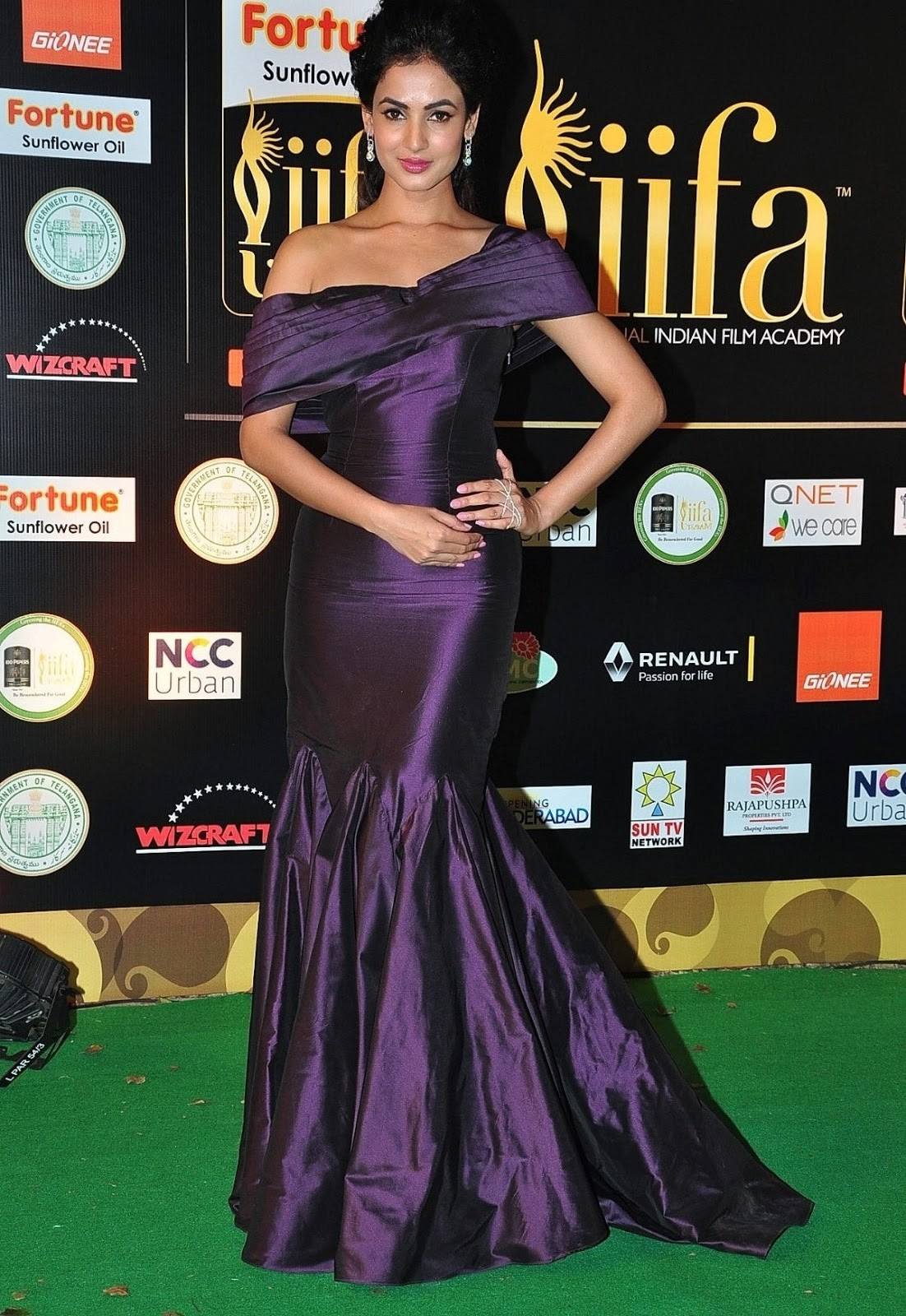 Sonal Chauhan Latest Hot Photos At Iifa Utsavam