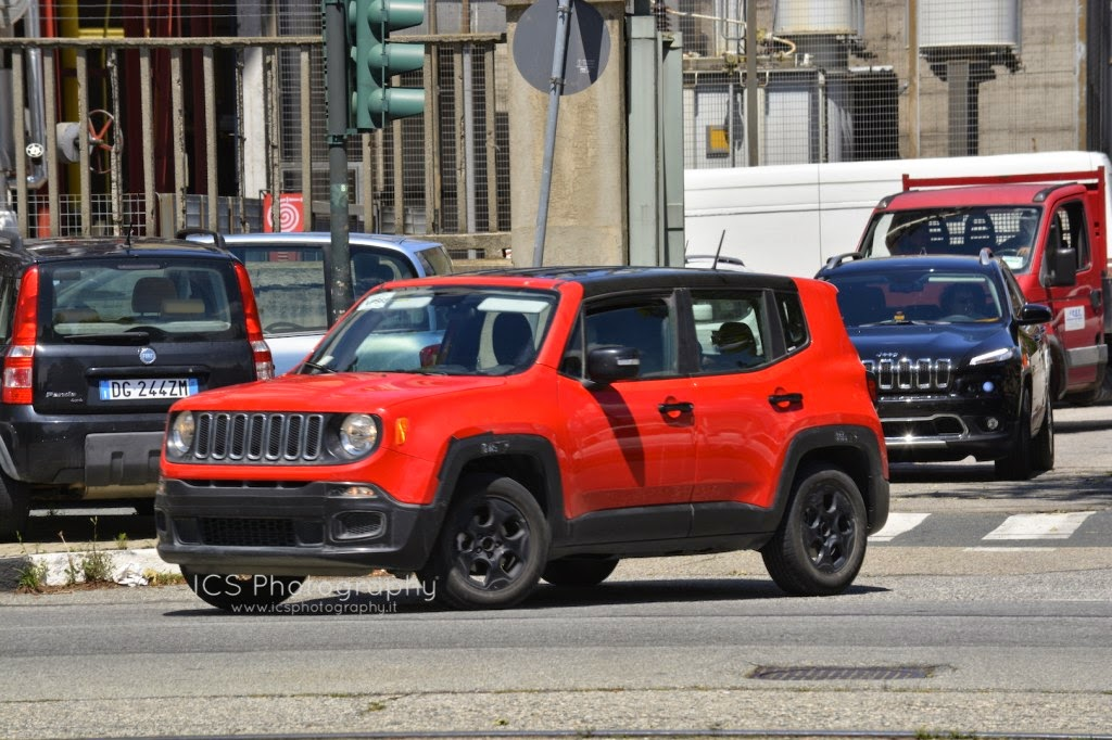 jeep renegade ultimissimi test a torino. Black Bedroom Furniture Sets. Home Design Ideas