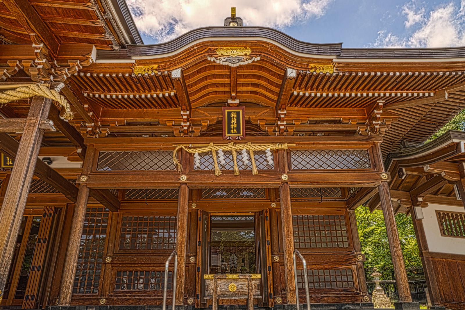 諏訪神社に併設される稲荷神社の写真 HDR