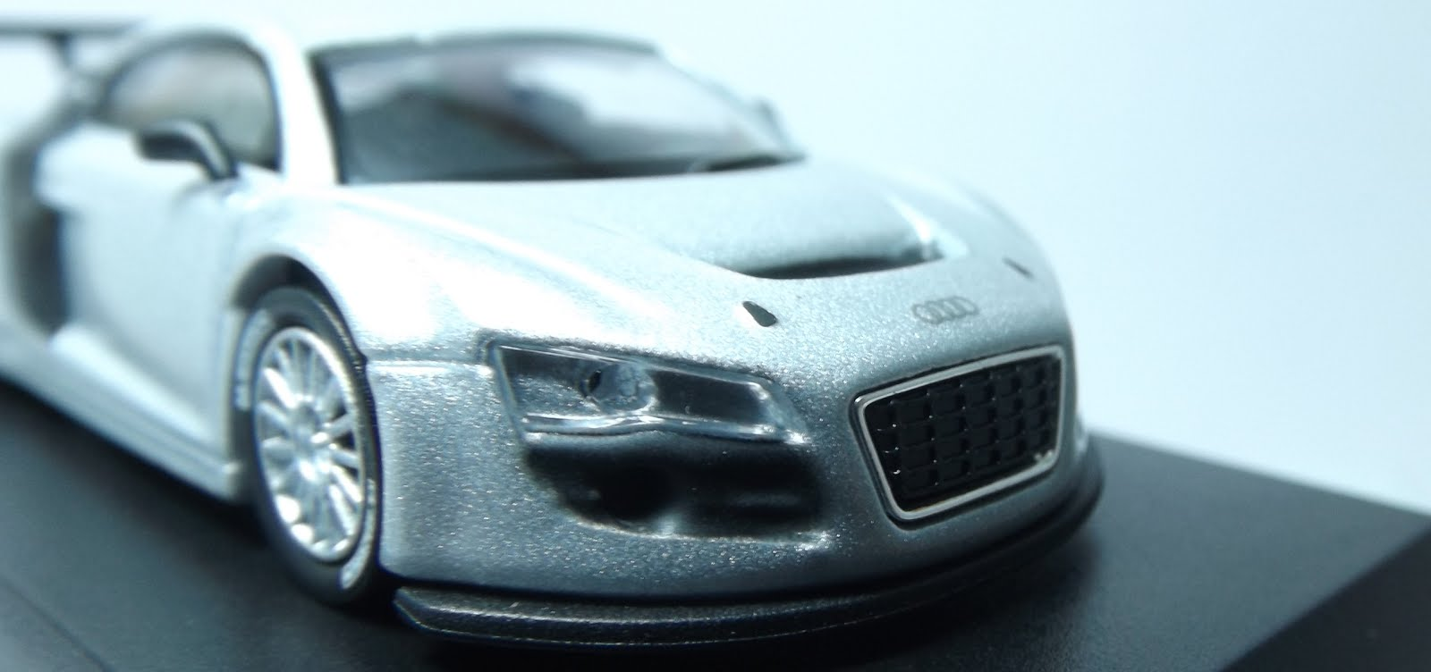 Diecast kyosho audi r8 lms low side