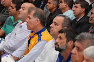 Vice-prefeito Márcio Catão, secretário de Defesa Civil, coronel Roberto Silva, vereadores Maurício Lopes e José Carlos da Estufa: Executivo e Legislativo Municipal representados no lançamento do plano estadual