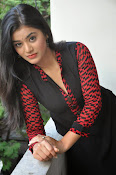 Yamini bhaskar glam pics-thumbnail-4
